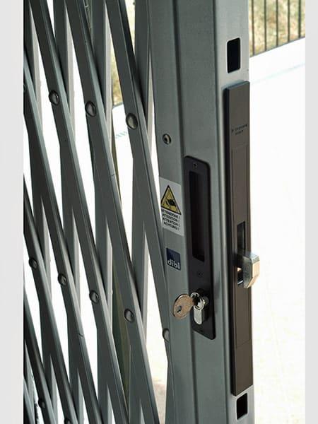 Sbarre di sicurezza per porte chiusura di sicurezza per for Sbarre per porte